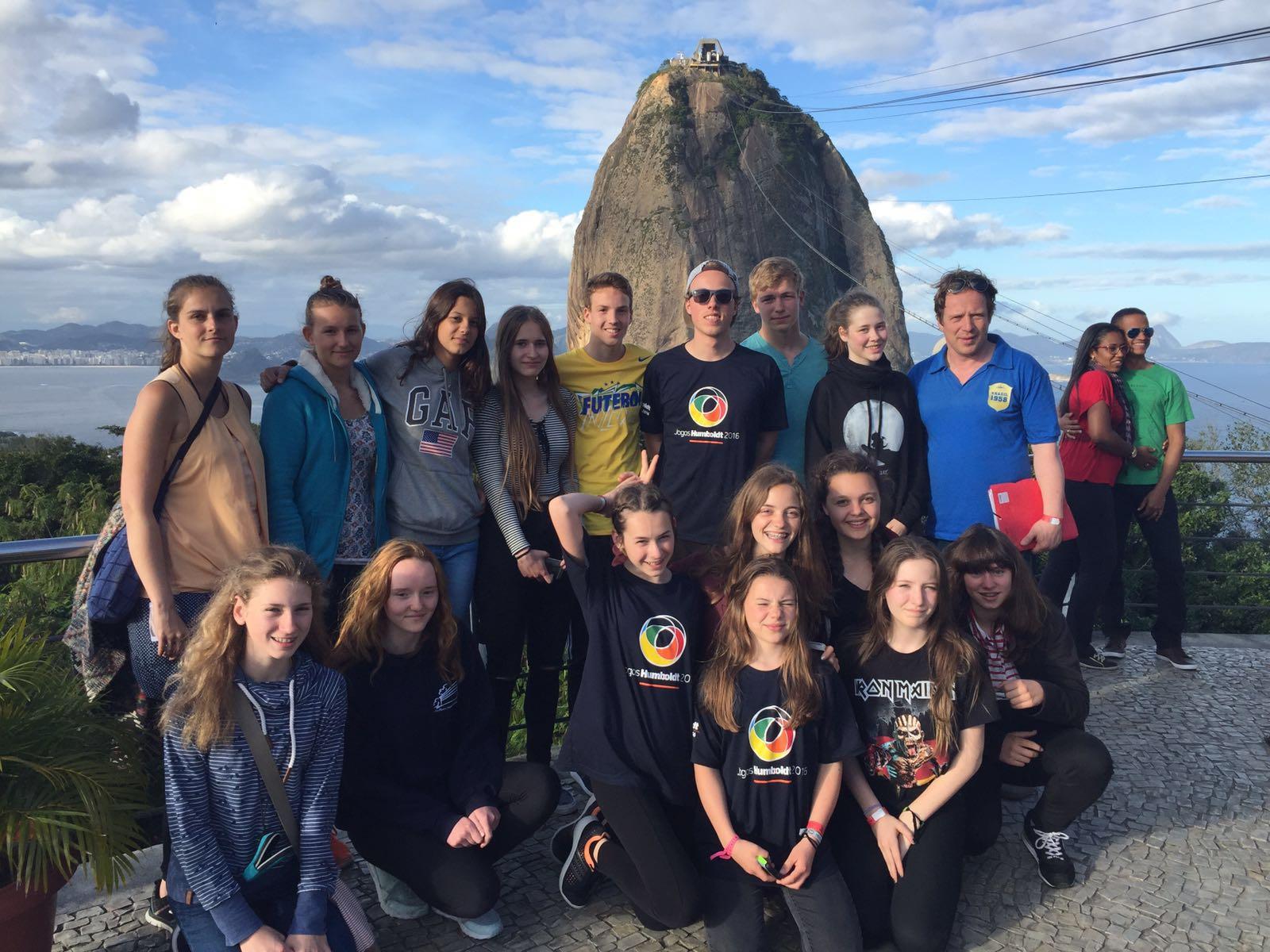 Scharfenberger Schüler und Lehrer auf dem Zuckerhut in Brasilien.