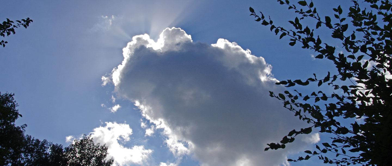 Eine Wolke im Himmel.