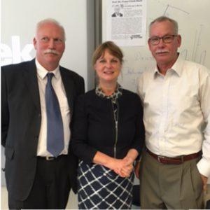 Professor Doktor Franz-Ulrich Hartl, Frau Schmidt und Herr Paland zusammen.